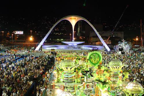Il Carnevale a Rio de Janeiro nel Sambodromo.