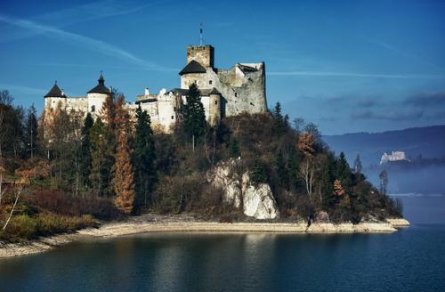 Il castello di Niedzica in Polonia.