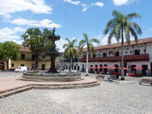 Piazza nel borgo di Santa Fe de Antioquia.
