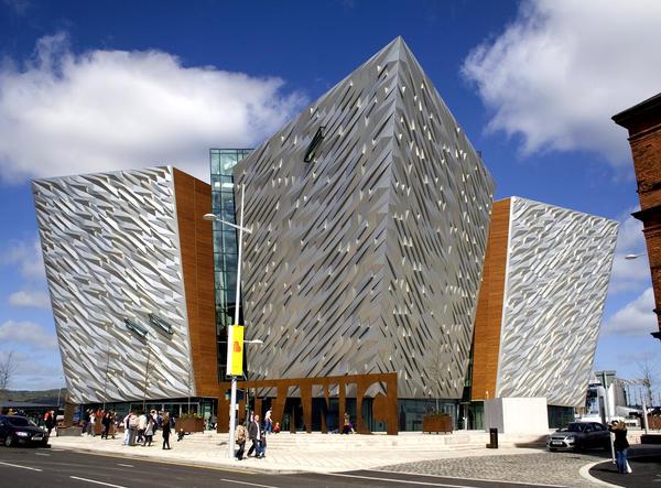 Il centro culturale Titanic Belfast.