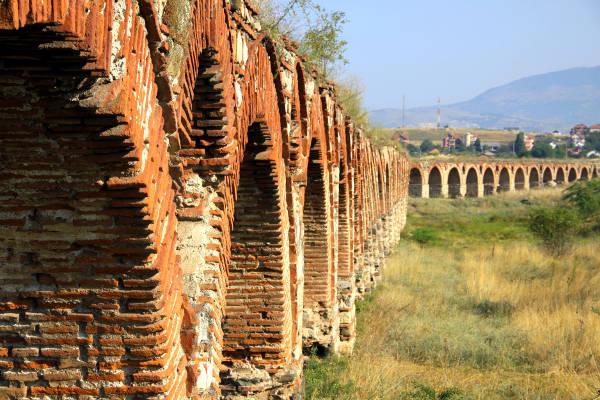 L'antico acquedotto di Skopje, forse di epoca romana.