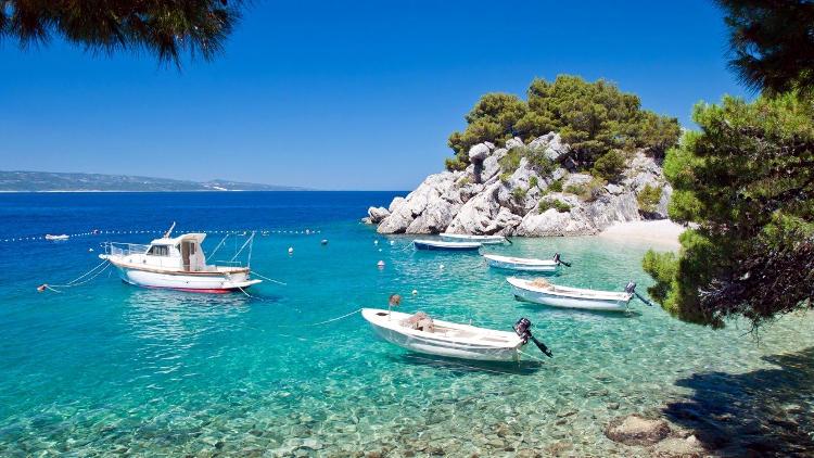 Spiaggia croata in bassa stagione.