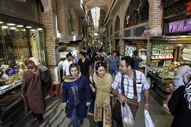 Bazar a Teheran, in Iran.