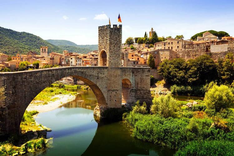 Il villaggio medievale di Besalù in Catalogna.