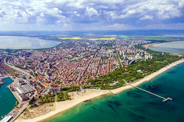 Vista aerea della splendida Burgas in Bulgaria.