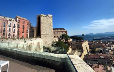 La torre dell'elefante e vista su Cagliari.