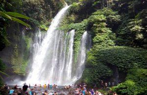 Cascata tiu Kelep nel parco nazionale del Rinjani a Lombok.