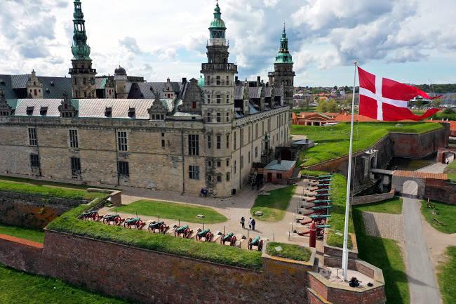 Il Castello di Kronborg, la bellissima fortezza in cui Shakespeare ambientò l'Amleto.