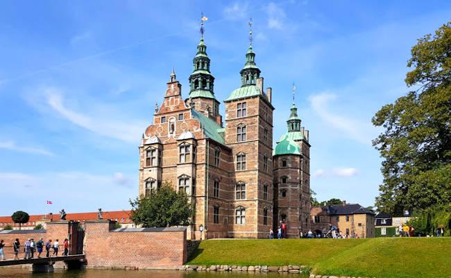 Il Castello di Rosenborg a Copenhagen con i giardini di Kongens Have.