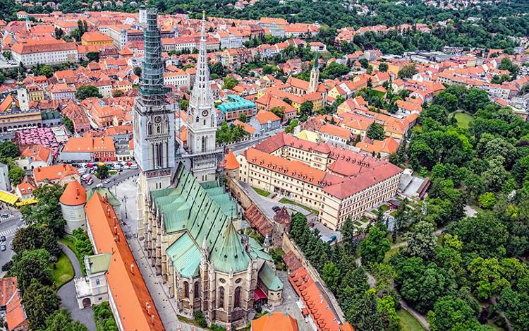 La Cattedrale di Zagabria e il mercato di Dolac, nella zona di Kaptol.