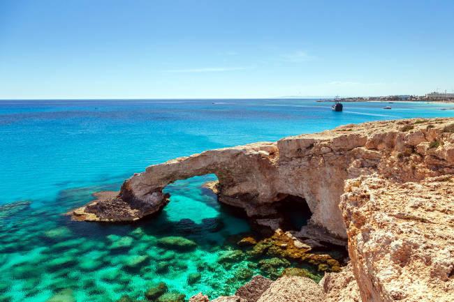 Una splendida immagine del mare di Cipro, vicino Paphos.