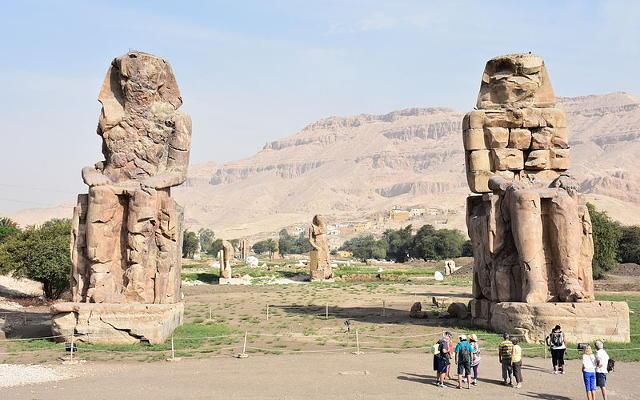I colossi di Memnone a Tebe, Egitto.