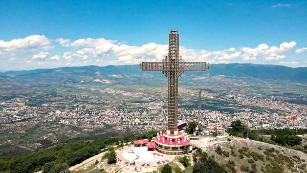 La Croce del Millennio di Skopje.