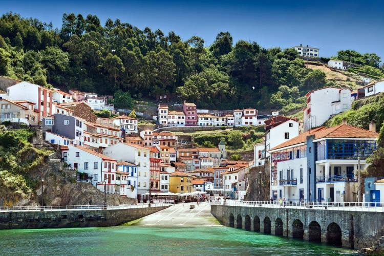 Il colorato villaggio spagnolo di Cudillero, nelle Asturie.