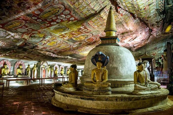 Il tempio buddista nelle Grotte di Dambulla in Sri Lanka.