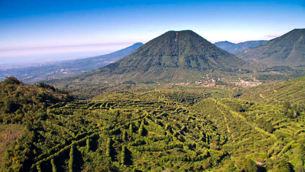 Montagne ricoperte di foreste nel paese centroamericano El Salvador.