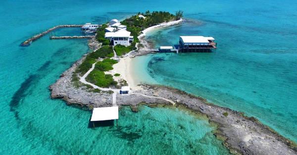 La piccola isola di Eleuthera alle Bahamas.