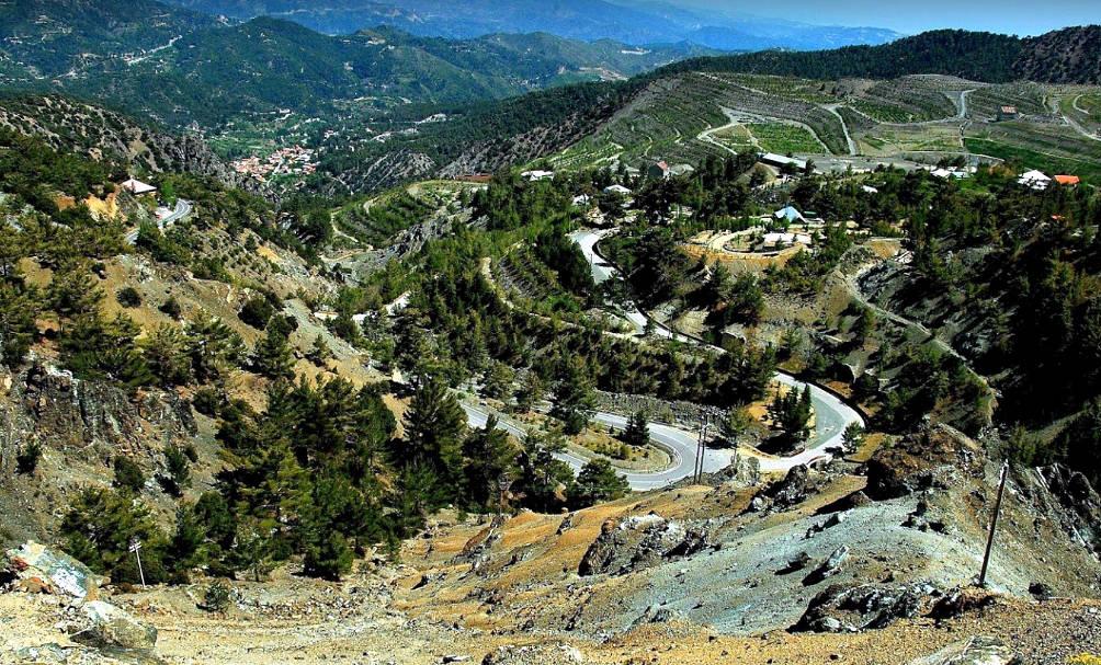 L'entroterra di Cipro da un punto panoramico vicino il Monte Olimpo.