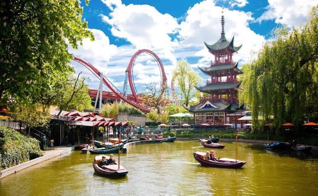 I Giardini di Tivoli, il parco divertimenti per grandi e bambini a Copenhagen.