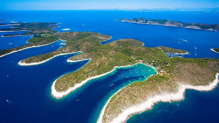 isole spalmadori hvar in croazia.