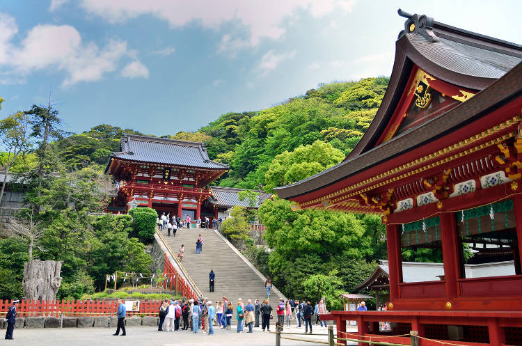 Il bellissimo tempio di Tsurugaoka a Kamakura.