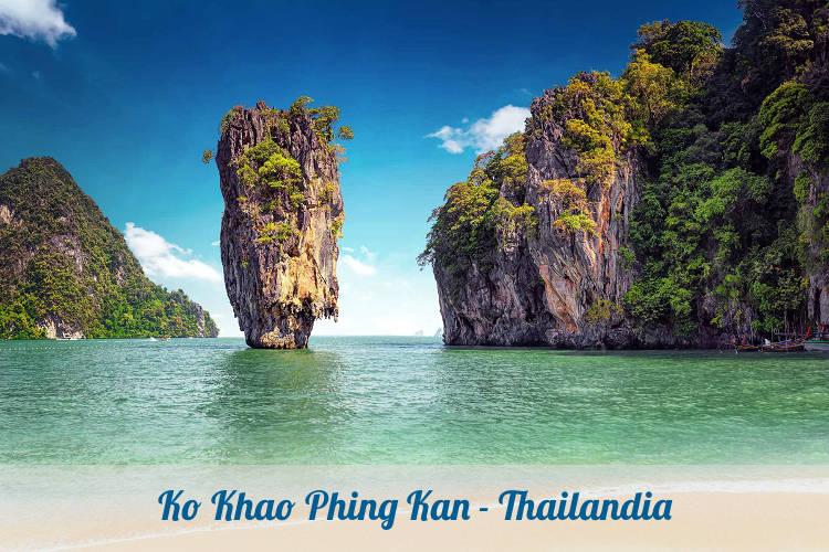 Koh Tapu nella baia di Phang Nga.