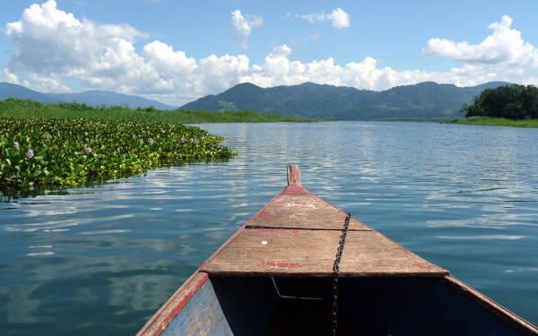 In barca sul lago Yojoa in Honduras.