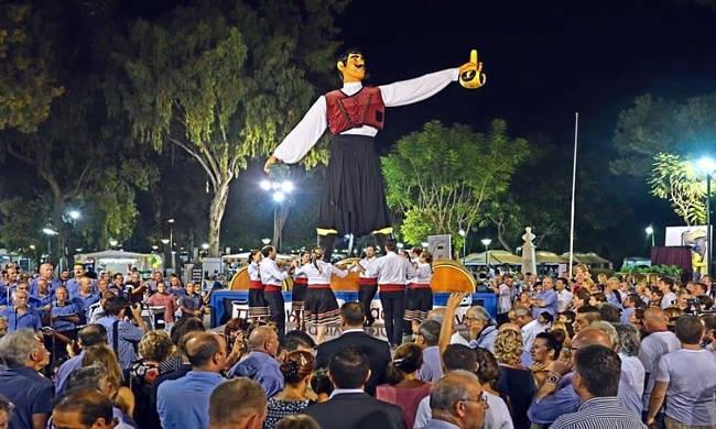 Una festa del vino a Cipro, con canti, balli e delizioso cibo cipriota.