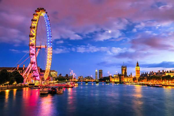 La ruota panoramica di Londra, grande attrazione per i turisti.