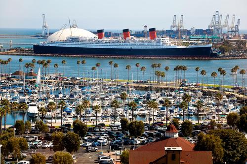 La Queen Mary nel porto di Long Beach.