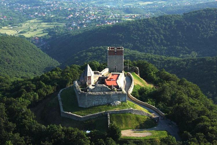 La fortezza di Medvegrad che domina il Parco Naturale Medvenica, vicino Zagabria.