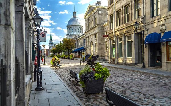 Il centro storico della vecchia Montreal in Canada.