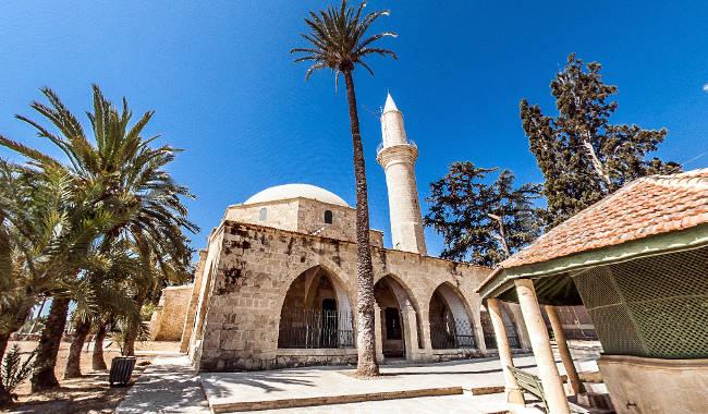 La moschea Hala Sultan Tekke a Larnaca, sulle rive del Lago Salato.