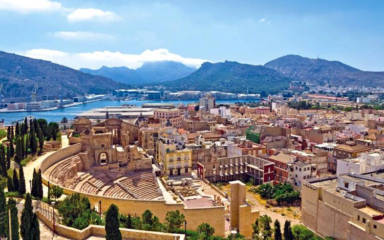 Cartagena di Murcia in Spagna, panorama della costa con il teatro romano.