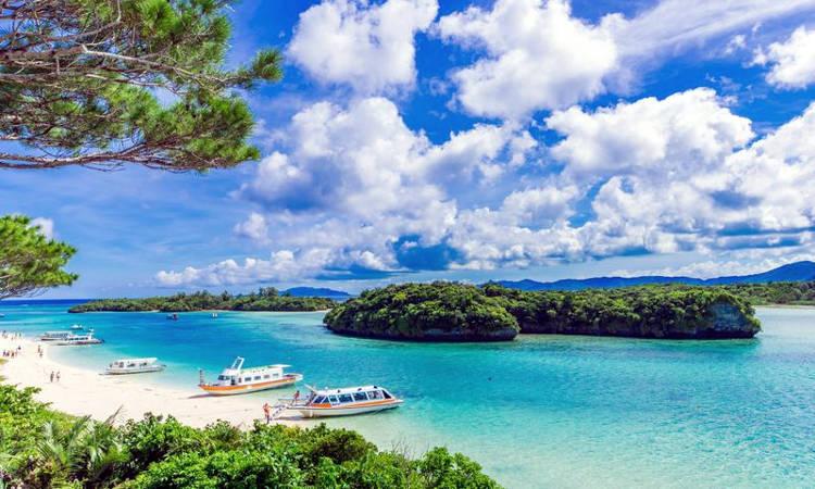 Fantastica spiaggia dell'isola di Okinawa in Giappone.