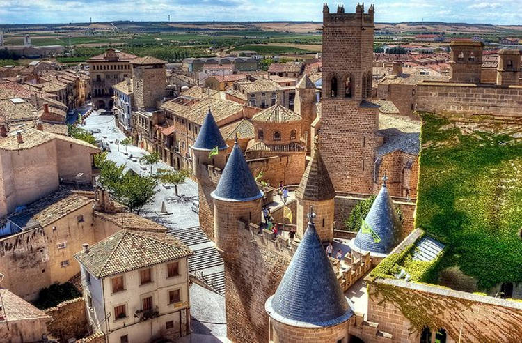 Il castello medievale di Olite nel Regno di Navarra.