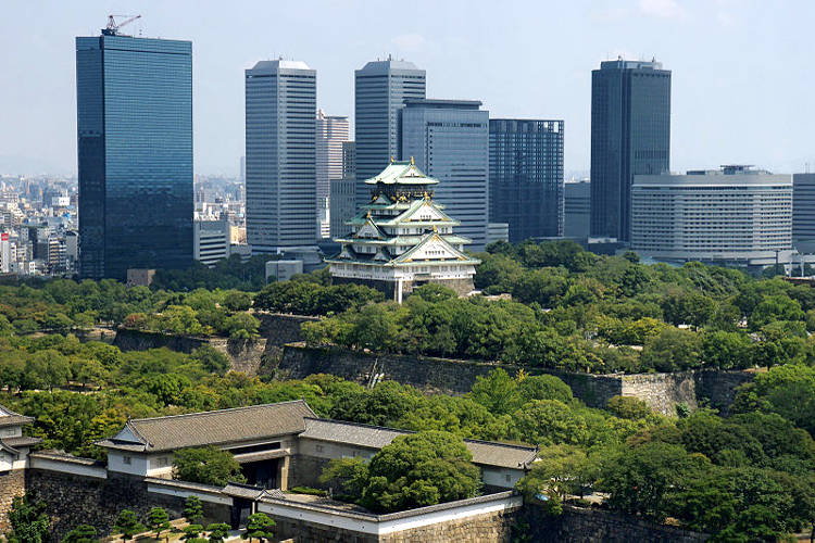 Il castello di Osaka tra i palazzi più moderni della città nipponica.