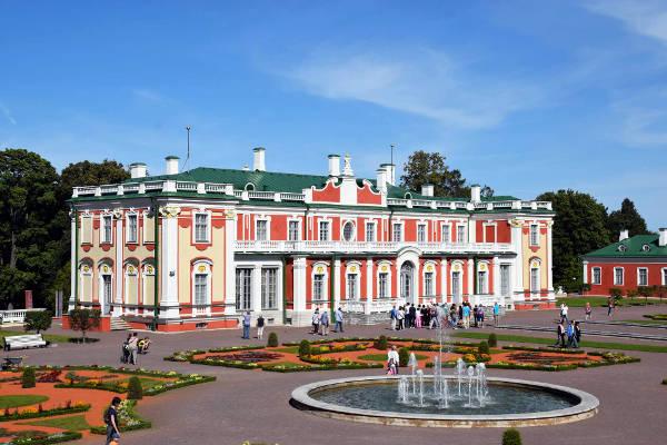 Palazzo Kadriorg, uno dei luoghi più belli da visitare a Tallinn.