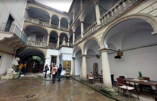Il cortile interno di Palazzo Korniakt.
