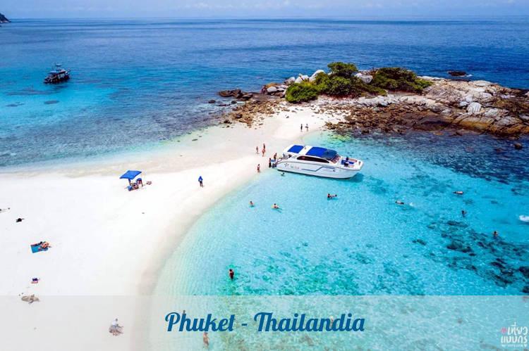Phuket è una delle isole più belle per viaggiare in Thailandia.