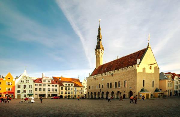 La piazza del Municipio di Tallinn, posto da non perdere in un viaggio.