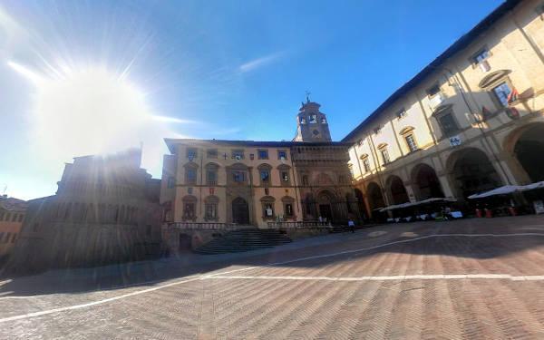 Piazza Grande, tra i luoghi da vedere assolutamente ad Arezzo.
