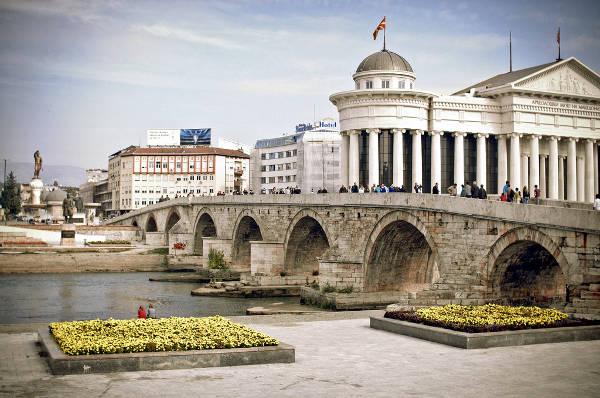 Il ponte di pietra sul fiume Vardar, chiamato anche Ponte Dusar.