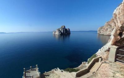 Porto Flavia sulla costa sudoccidentale della Sardegna mineraria.