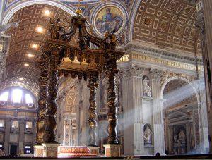 Il Baldacchino dell'altare maggiore all'interno della Basilica di San Pietro, in Vaticano.