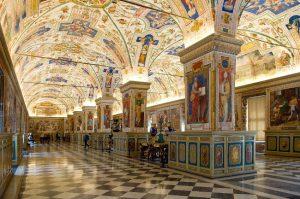 I fantastici interni con le opere del Museo Vaticano.