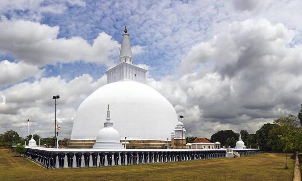 Il grande stupa di Ruwanwelisaya, nello Sri-Lanka.