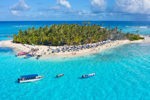Una magnifica isola caraibica con spiaggia a San Andres.