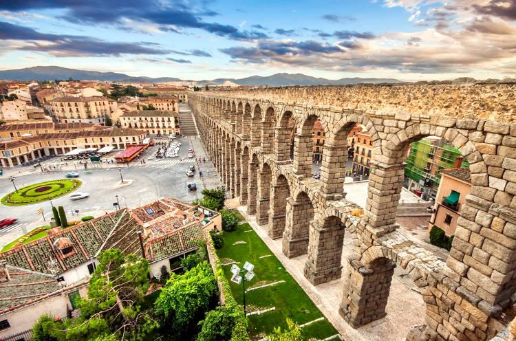 L'acquedotto Romano di Segovia, nella Spagna Centrale.