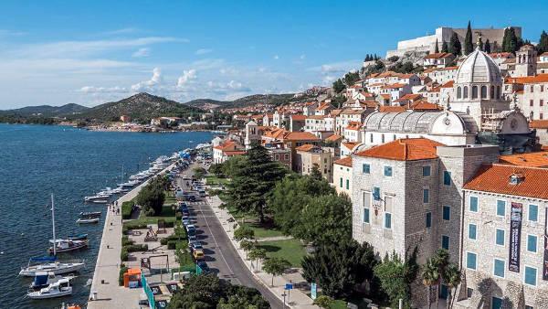 Sibenik sulla costa della Dalmazia in Croazia.